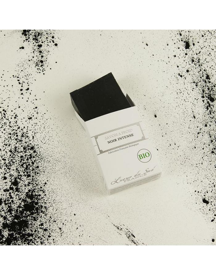 savon-a-froid-bio-charbon-acne-imperfections-detox-vegan-ethique-artisanal-surgras-soin-corps-visage-mains-propre-microbes