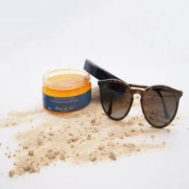 L'été n'est pas encore terminé !  Ce petit soleil en flacon est notre gommage corporel Bio : sa couleur est 100% naturelle, incroyable non ?